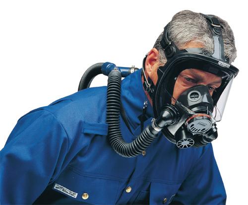 Half mask respirator and facial hair