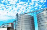 Grain silo with elevator