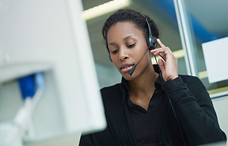 Woman-call-center