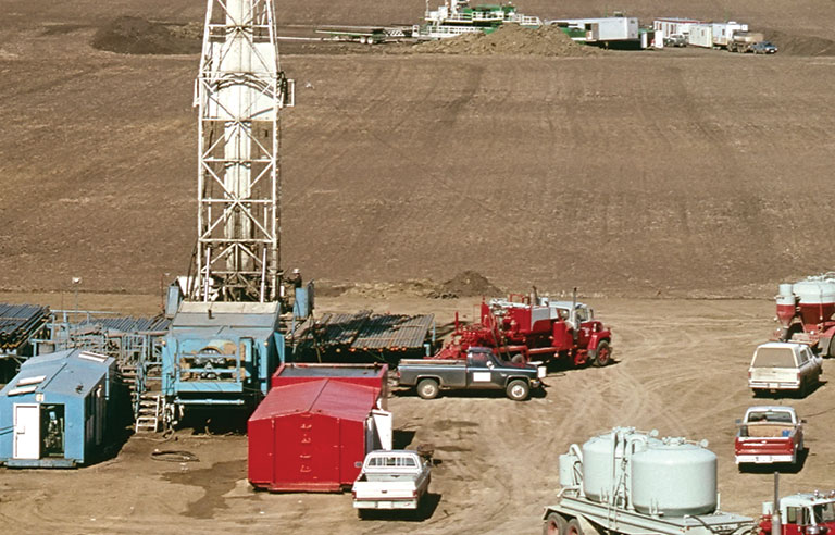 rigs/oil field