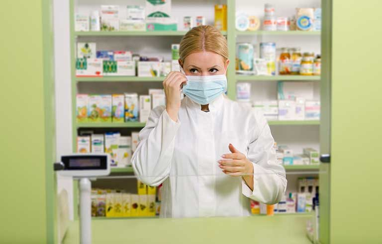 pharmacist-with-mask