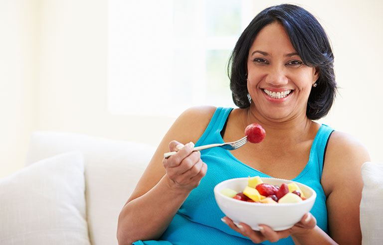 woman-eating-fruit.jpg