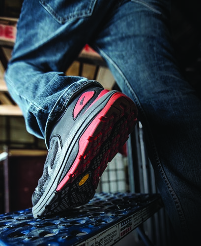 Athletic work shoe   2019-10-27